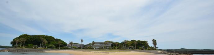 砂浜から撮った島。砂浜はきれいで、トイレとかも整備させてるし海水浴とかにはとても良さそう。
