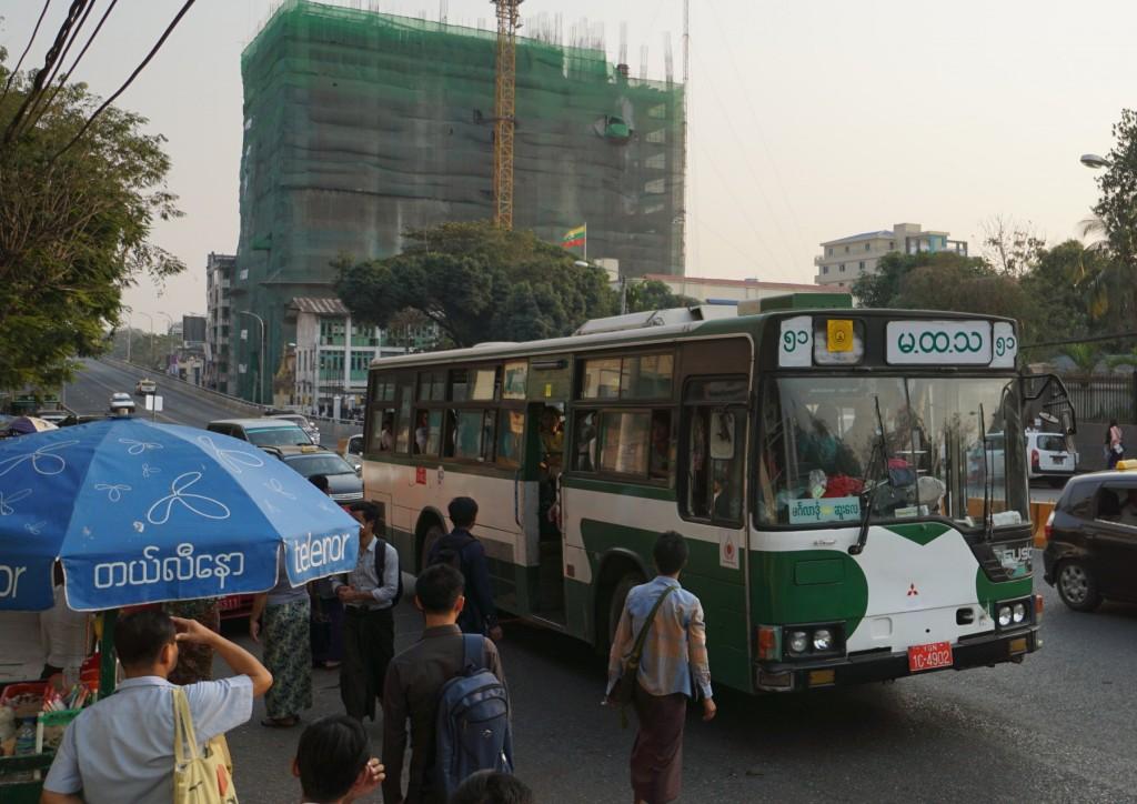 三菱のバス