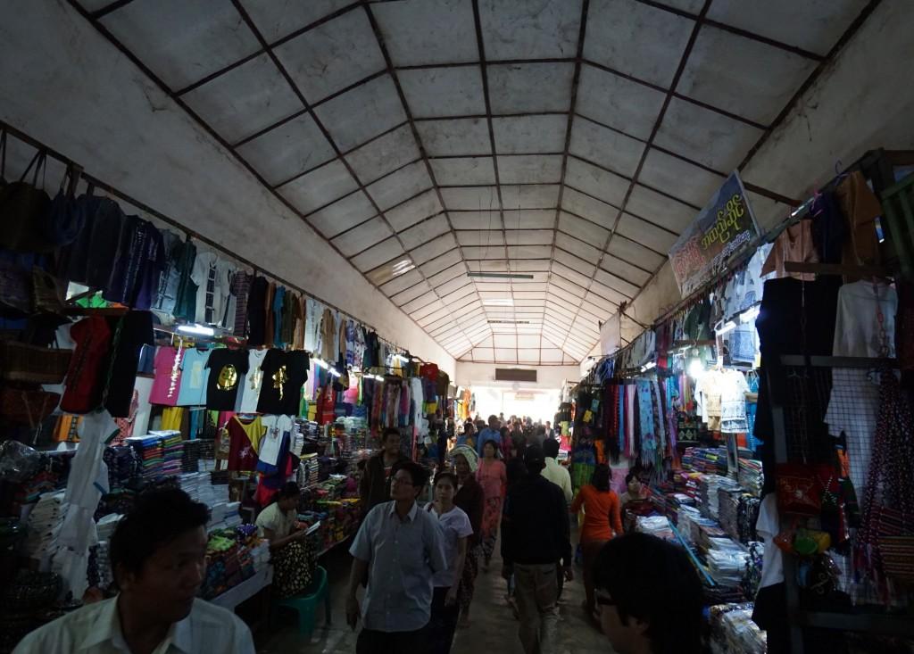 シュエズィーゴン・パヤーへの通路の途中の店