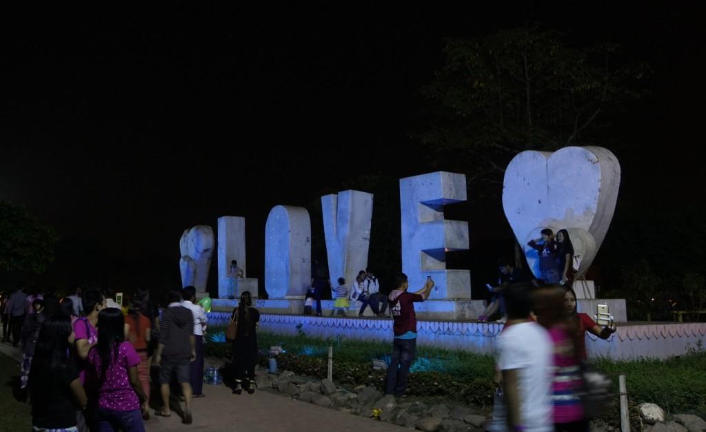 人民公園にあったLoveの文字